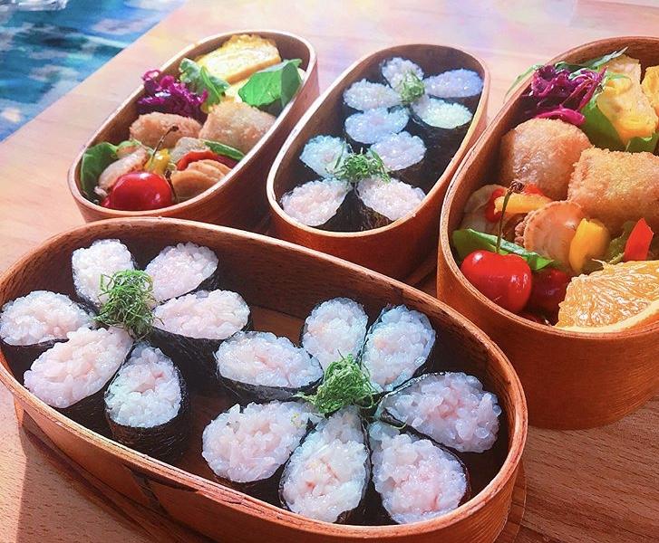 山桃のお花寿司弁当